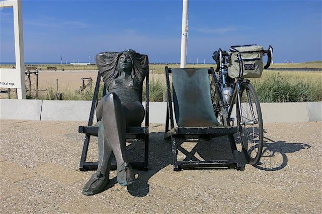 vrouw in ligstoel, guido metsers, 2004