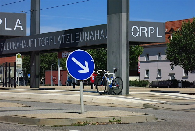 Leunahaupttorplatz_2